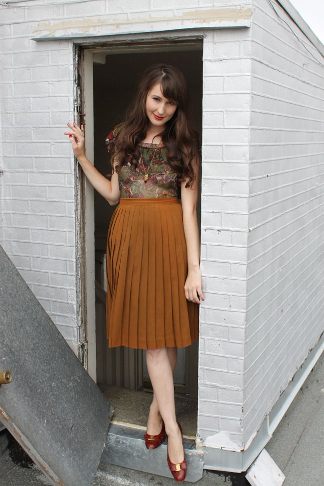ft Ashley Ording of Fancy Fine (via the velvet bow http://www.thevelvetbow.com/post/6552163704/pleats-please)