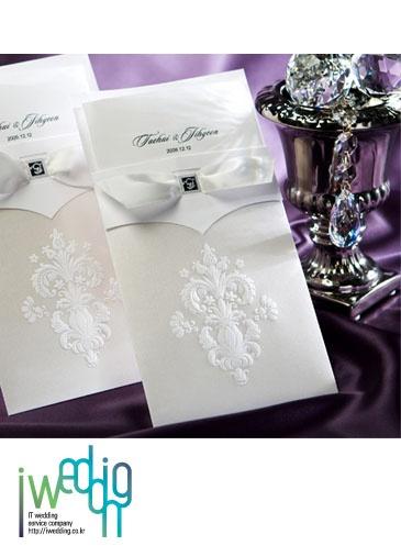 [아이웨딩 iwedding] 신부의 센스를 보여준다는 청첩장, 다양한 디자인만큼 숙고는 필수!