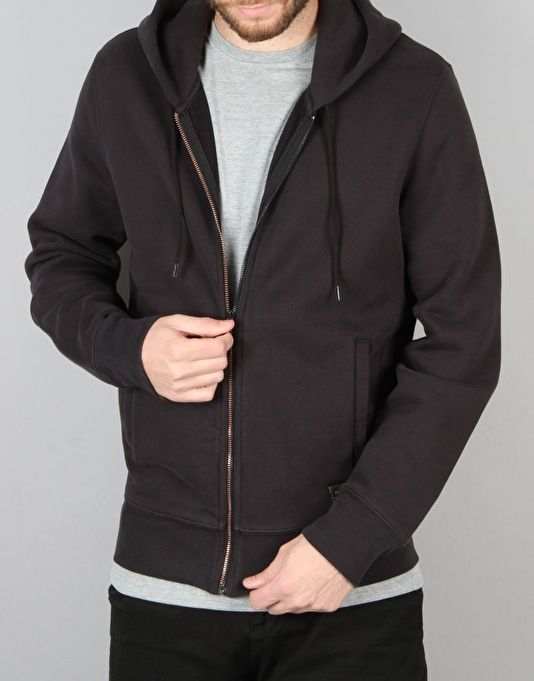 This heavy weight Zip Up hoodie from Levi's comes in this amazing Black colourway and is a great addition to your wardrobe all year round. Whether you are off you a BBQ during the evening in Summer or using it as an extra layer in the winter, the high quality and simple design from Levi's will keep you looking good. Levi's are possibly the most well-known denim brand to ever exist. Starting in 1853, Levis have been bringing us all hardwearing and well-made jeans, jackets, shir...