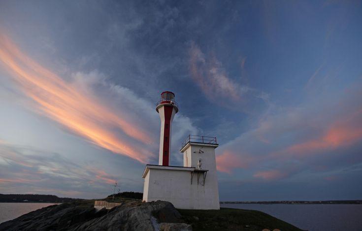 Cape Forchu Lighthouse and mug up time