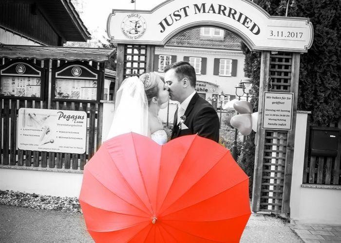 Fotostudio Diamond Deluxe in Augsburg - Zentrum.www.diamond-deluxe.de Hochzeitsfotograf, in Zentrum von Augsburg und 250 meter Luftlinie von Standesamt Augsburg entfernt / Bayern .