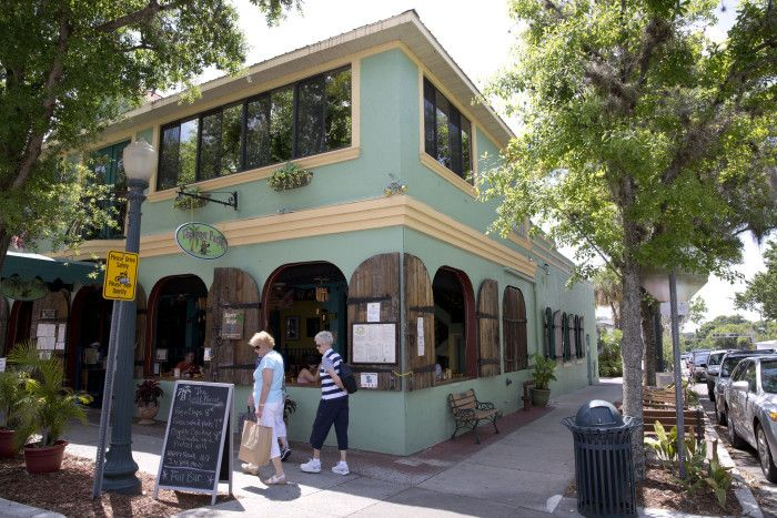 These 17 Perfectly Picturesque Small Towns In Florida Are Delightful and Mount Dora Is #1
