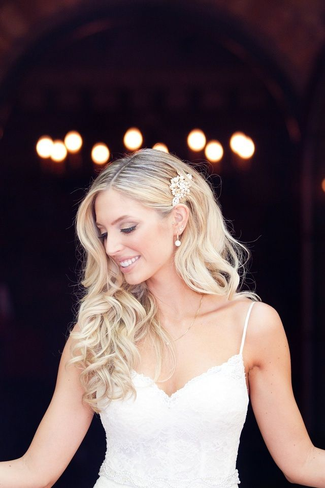 Rhinestone and diamond hair clip with curled down hairstyle for bride |  Brie Marie Photography| villasiena.cc