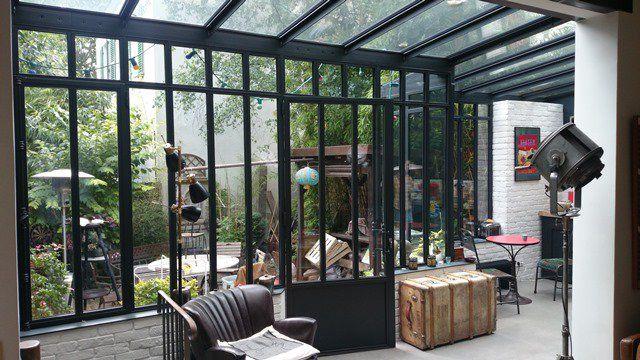 Salon sous veranda au style Atelier d'artiste   Turpin Longueville   #basileek #veranda #artiste