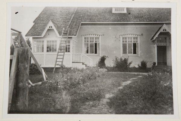 Kaltulan taloa. Oksanen Aino, kuvaaja 1928