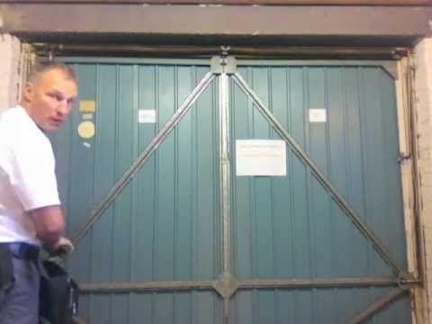 Garage Door Spares Parts - How to change garage door cables on a Henders...