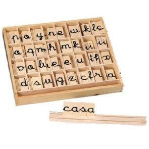 Juegos y tableros de letras permite aumentar la concentración y entender mejor lo que les envuelve.