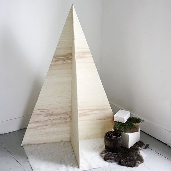 This minimal plywood Christmas tree is a perfect, apartment-friendly option for the holidays! And it folds up and stores easily!