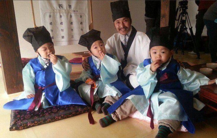 Am I the only one who is jealous of this elder teacher? #daehanmingukmanse