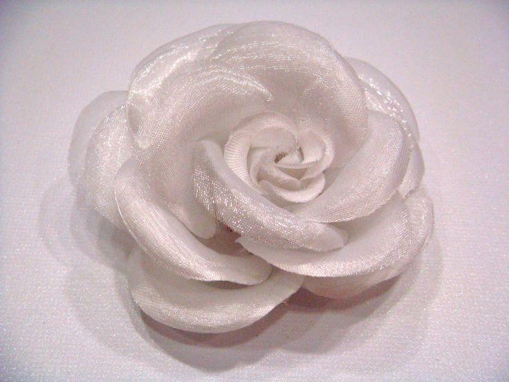 Fleur en tissu, satin et mousseline  8cm 7€