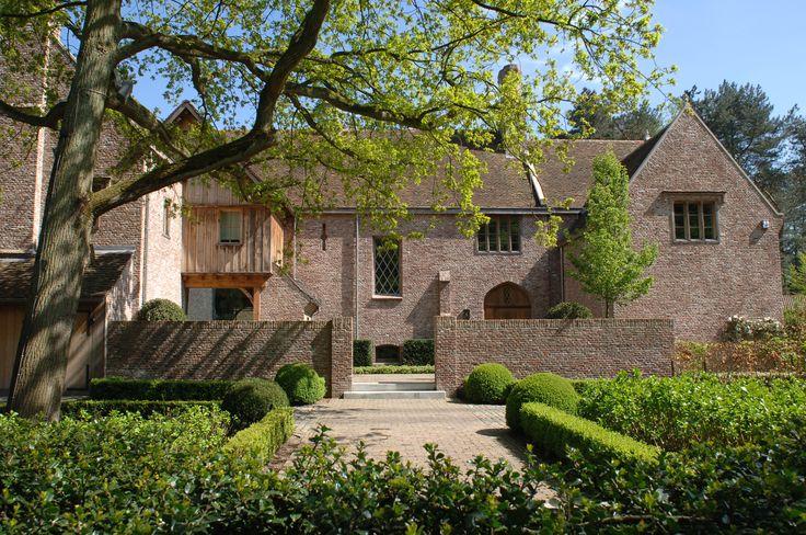 Engelse cottage, eiken gevelbeplanking, eiken ramen.
