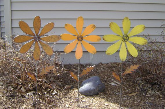 Hey, I found this really awesome Etsy listing at https://www.etsy.com/listing/158475281/metal-flower-stake-daisy-flower-yard