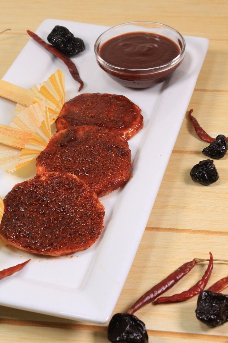 Si eres una persona que te encanta las botanas agridulces, ésta receta las vas a querer preparar. El Chamoy casero es una salsa deliciosa, típica de la gastronomía mexicana. Es muy versatil, ya que la puedes usar en cacahuates, verduras, frutas, etc.