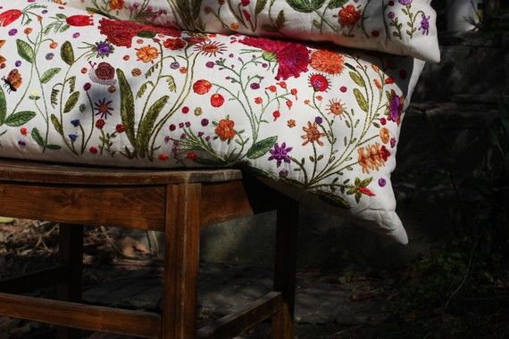 RITO de primavera  funda de almohada bordada mano por OnokWildYard, $285.00