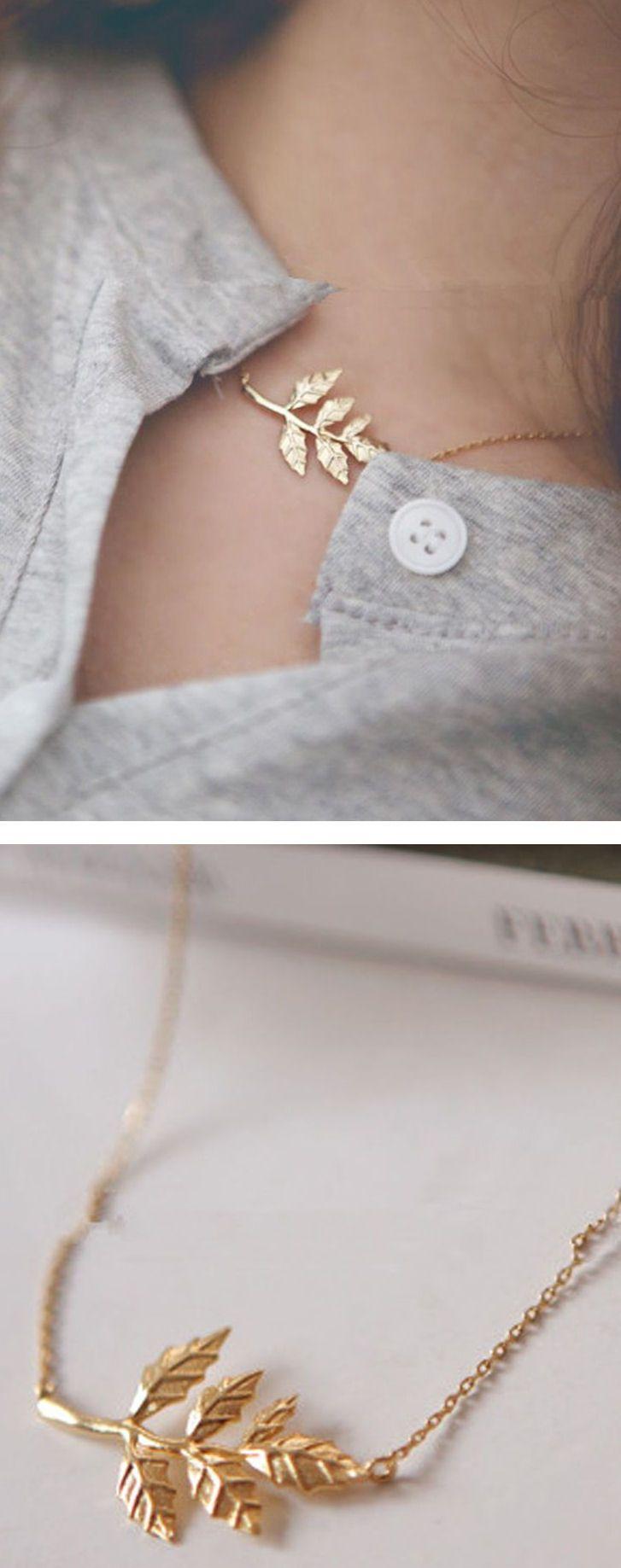 Gold Leaf Necklace ❤︎