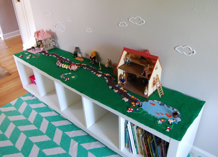 This would work well for doll houses, barns and farm animals, or even legos. Brilliant! Now I just need a crap-ton of felt