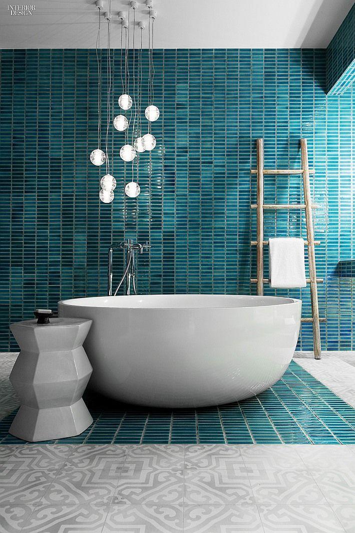 Rond vrijstaand bad, blauw/groen mozaïek Freestanding bathtub Blue green tiles