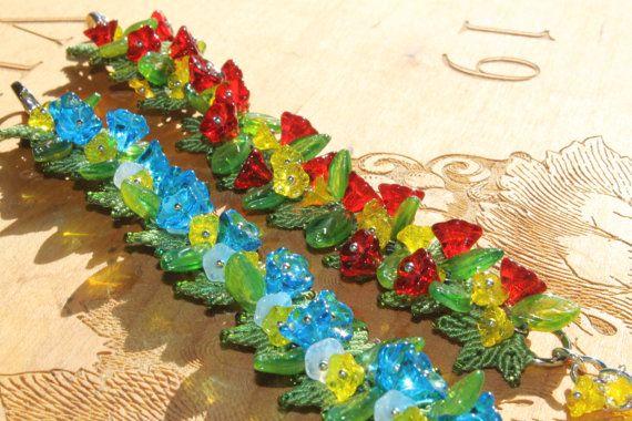 Luau hawaiano vetro fiore perline Macrame di PicotsnPosies su Etsy