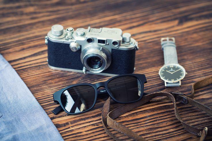 Sommerzeit im Retro-Look – diese Sonnenbrille ist genau das Richtige für echte Individualisten! Schlichte Eleganz im Unisex Look. Das Modell 2990 ist in Schwarz und in Braun matt erhältlich #retro #retrolook #retroundco #eyewear #kobergtente #vintage #glasses #sunglasses #sun #summer #sonnenbrille #vintage