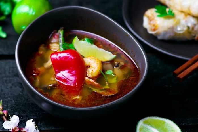 Секреты тайской кухни: готовим рисовые роллы и рыбные фрикадельки