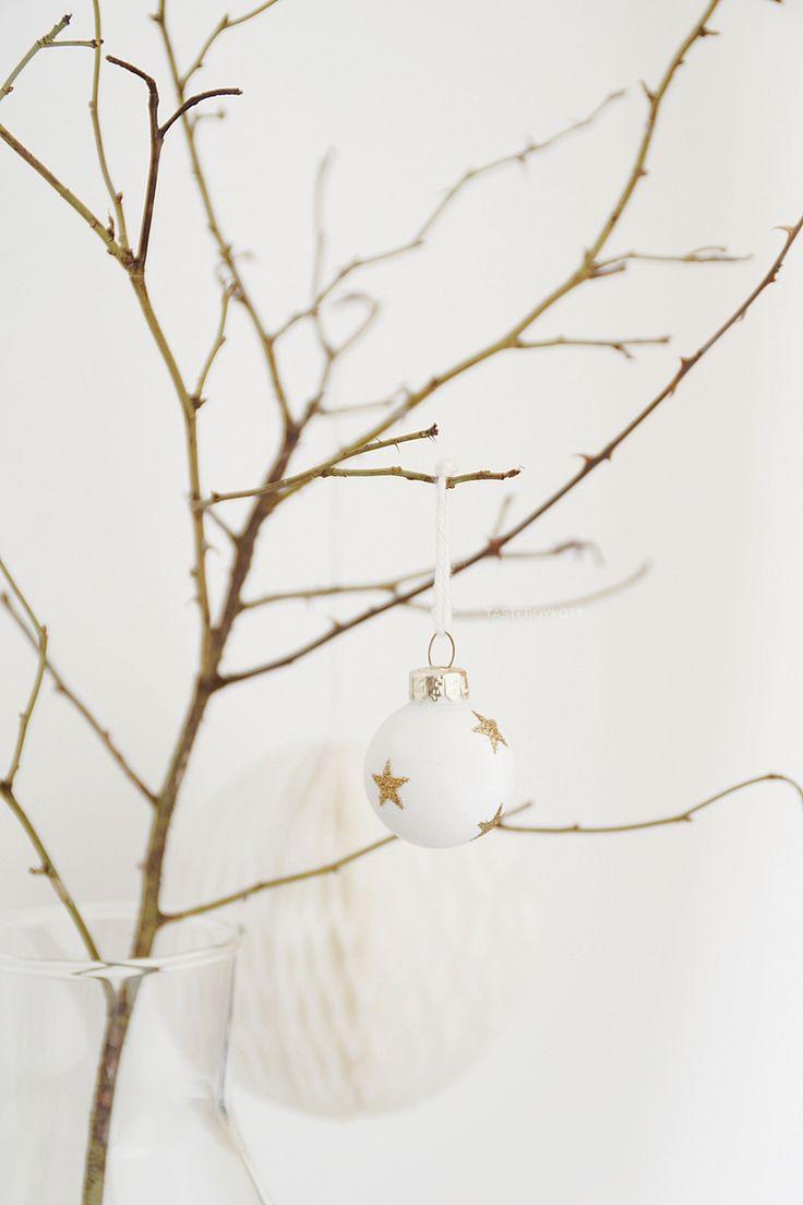 Die besten 25+ Christbaumkugeln weiß Ideen auf Pinterest | Schwarz ...