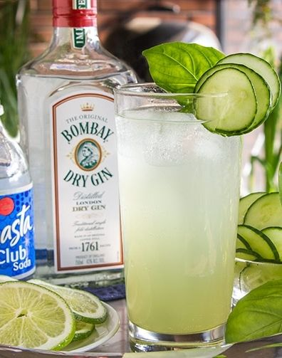 Easy summer cocktail recipe with gin, cucumber, basil and lime - so refreshing!