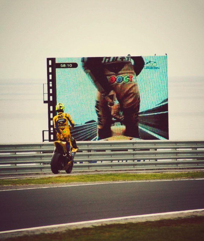 Valentino Rossi... adjust chaddi ..check!