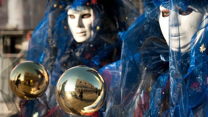 20 de poze cu impresionantul Carnaval de la Venetia 2012.  Vezi mai multe poze pe www.ghiduri-turistice.info  Source : www.flickr.com/photos/64501113@N07