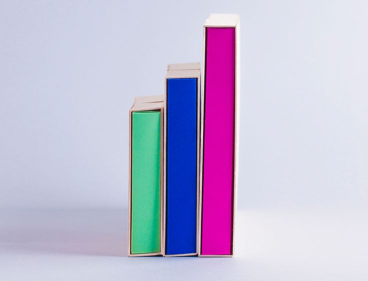 Неоновые цвета и деревянная упаковка