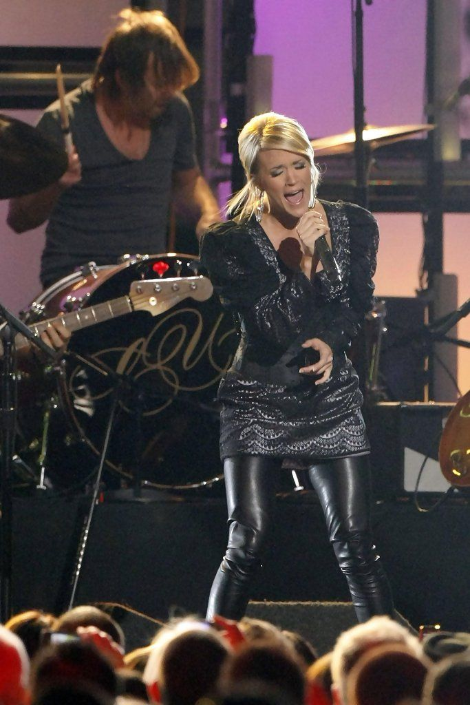 Carrie Underwood - Carrie Underwood Performs Cowboy Casanova