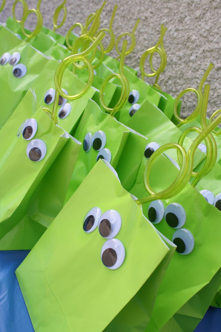 Green Alien Gift Bags. These would be perfect for a Toy Story party