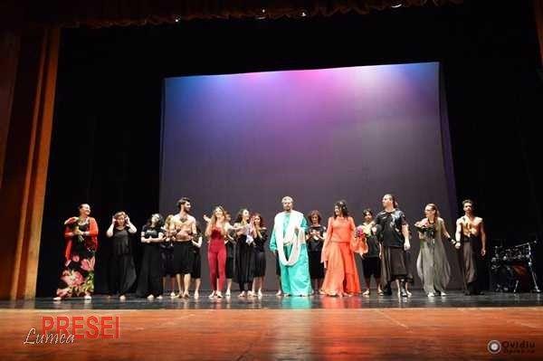Spectatorii au avut parte de o seara de neuitat, un show de teatru-dans extraordinar, plin de emotie, care au sensibilizat si au adus lacrimi de fericire pe cei prezenti in sala