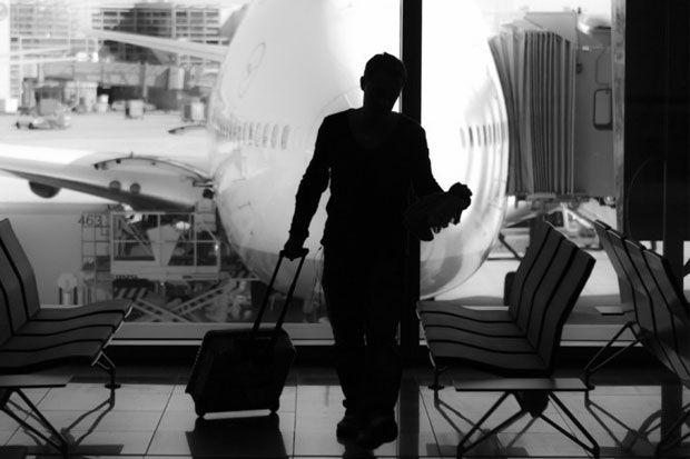 Poate aeroportul nu este tocmai locul pe care l-ai alege pentru fotografii artistice, insa o mica intarziere poate pune la contributie mintile creative ale fotografilor. Imaginea pasagerului nemult...