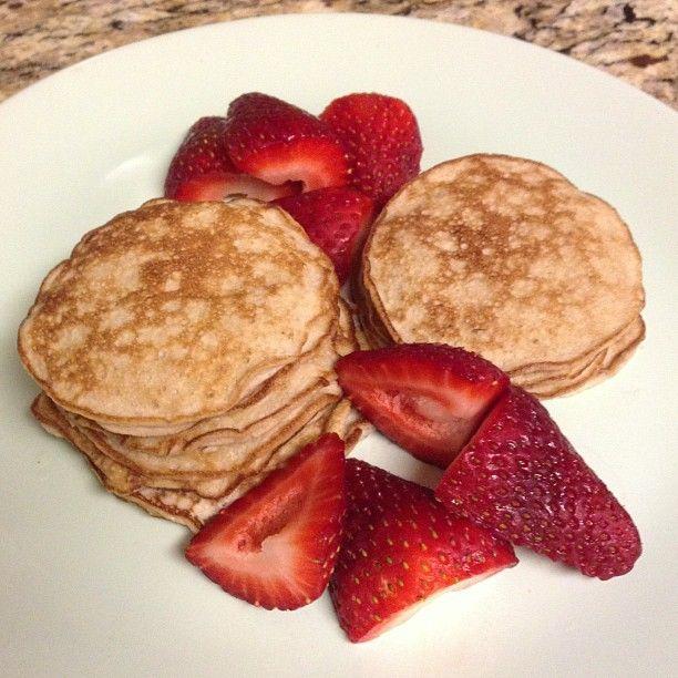 2-ingredient-flourless-banana-pancakes-gluten-dairy-free-recipe