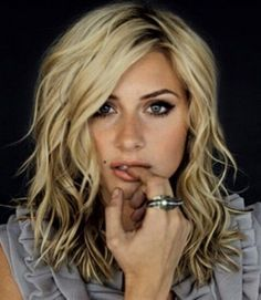 Miraculous 1000 Ideas About Wavy Medium Hairstyles On Pinterest Medium Short Hairstyles Gunalazisus