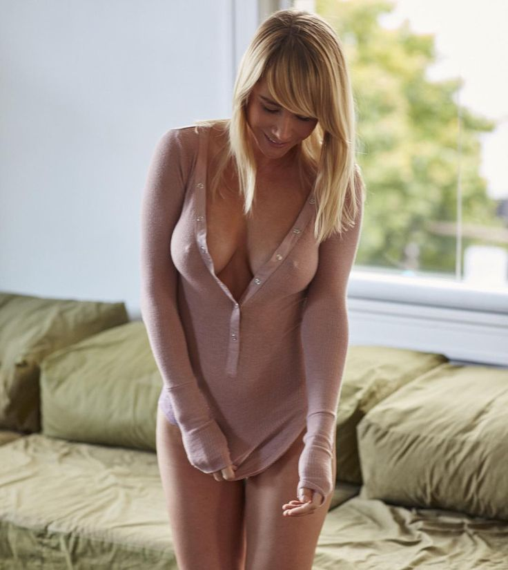 "Sara Underwood ""Rise and grind friends! Hope your Friday involves no pants as well   for @meinmyplace"""