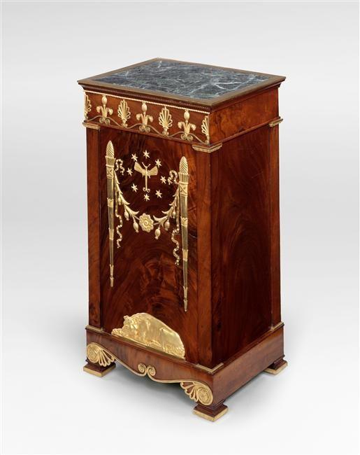 19381 best antique bucket list images on pinterest antique furniture antique silver and art - Table des marechaux fontainebleau ...