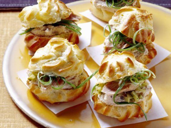Pikante Windbeutel mit Thunfisch ist ein Rezept mit frischen Zutaten aus der Kategorie Brandteig. Probieren Sie dieses und weitere Rezepte von EAT SMARTER!