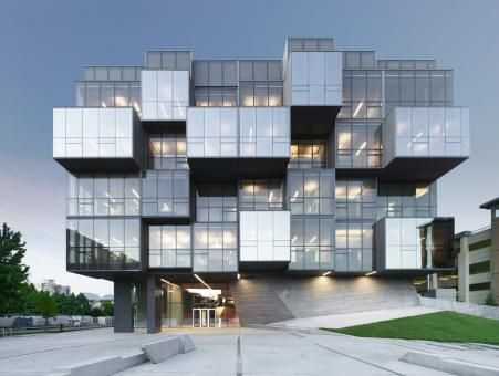 UCB Faculty of Pharmaceutical Sciences / Saucier + Perrote architectes