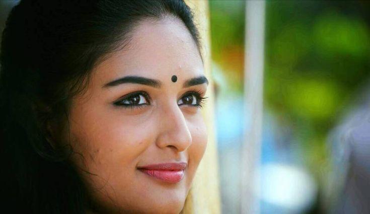 Prayaga Rose Martin-2952 Oru Murai Vanthu Paarthaya Movie Stills - Unni Mukundan