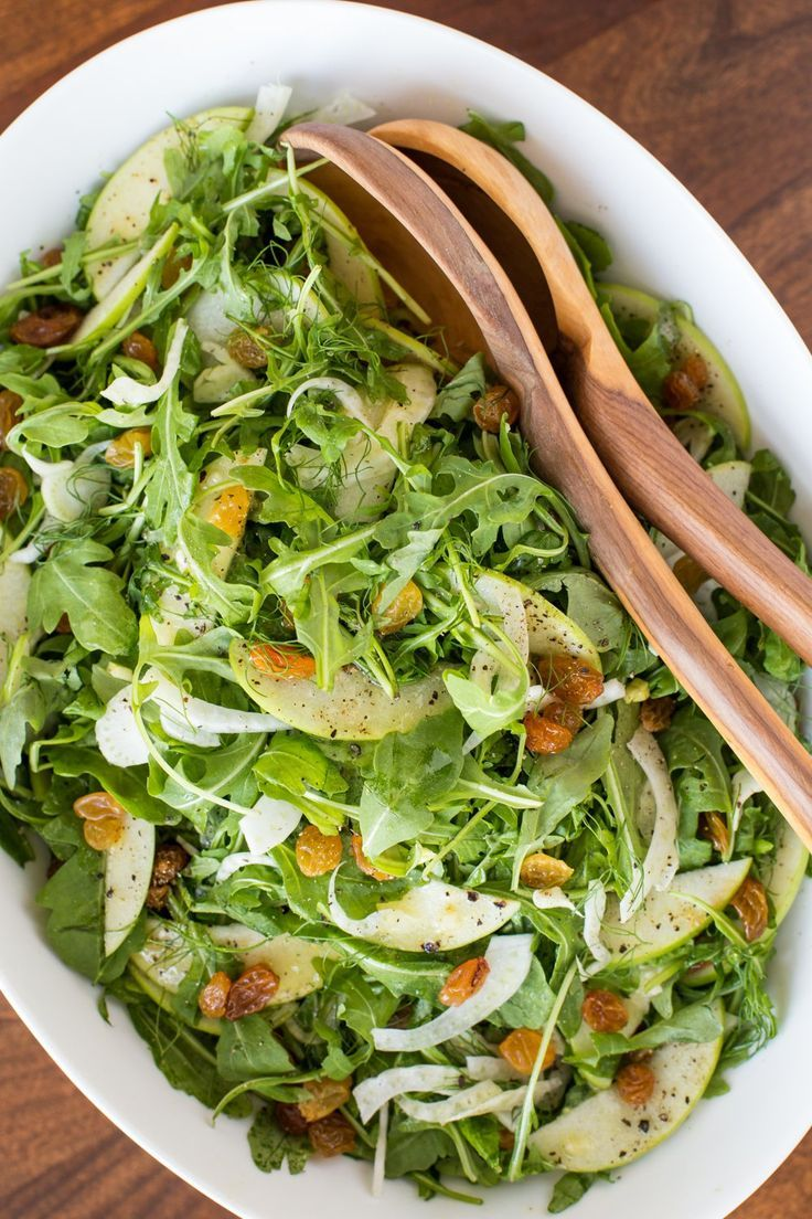 Granny Smith and Fennel Arugula Salad - beautiful and delicious, this seasonal salad is a perfect way to add a fresh touch to all those winter, comfort meals! #salad #arugula #fennel #healthy #winter