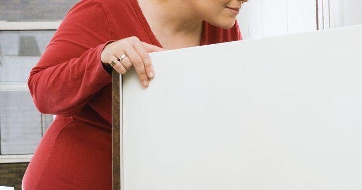 O termostato do meu refrigerador não desliga. Não é normal um refrigerador ficar ligado o tempo todo. Vários fatores podem ser a causa desse problema, como algo próximo do sensor do termostato que não funciona bem. Qualquer problema no condensador, evaporador, refrigerador, ou no próprio compressor pode estar causando o funcionamento contínuo. Você precisa encontrar uma solução rápido, pois ...