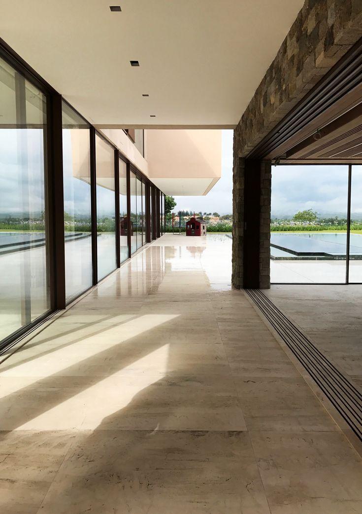 Brazil Dwelling House Arq. Roberto Migotto    @robertomigotto @hyline_pt #Hyline #Details #Minimalframes #Aluminium #Beauty #Simplicity #Luxury #Elegance #Quality #products #Archilovers #Architecture