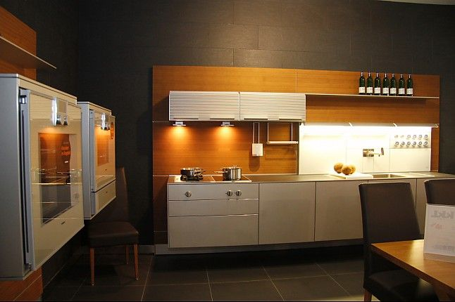 bulthaup-Musterküche schwebende bulthaup Küche: Ausstellungsküche in Teising von KKL-Küchen