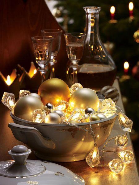 Oftmals vernachlässigt, aber überaus wichtig - wie wir finden: die weihnachtliche Beleuchtung! Mit Lichterketten wird es bei Ihnen so richtig gemütlich und festlich - so schön kann der Heiligabend strahlen...
