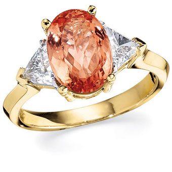 Ouro com topázio oval pêssego centro de pedra e trilhões de diamantes laterais por Gottlieb & Sons