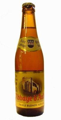 Cerveja Abbaye D´Aulne Triple Blonde, estilo Belgian Tripel, produzida por Brasserie du Val de Sambre, Bélgica. 9% ABV de álcool.