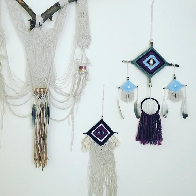 I really had to post these all together this way. Making god's eyes has really been the breakthrough for me. A year ago I had a calling to make dreamcatchers. A few months ago these came to me. It was so fitting for the spiritual journey I have embarked on. #astralprojection #astraltravel #astral #elojodedios #godseye #elojodediosdreamcatcher #godseyedreamcatcher #dreamcatcher #macrame #crystalholder #crystalcharger #macramewallhanging #weaving #macramegodseye #shemacrames #candaleria…