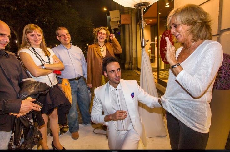 Inauguración de la nueva tienda Villeroy & Boch en las ramblas de Barcelona. Un evento elegante, con clase y lleno de magia. Ilusionismo corporativo adaptando los valores de empresa de la famosa firma de vajillas. www.tumago.com