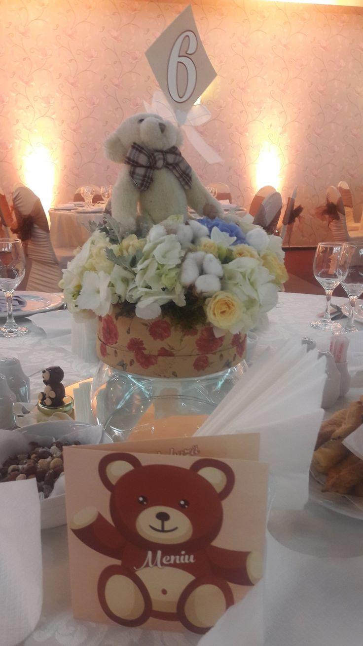 Flowers decorations. Bear  prints. Menu ideas. Bears gifts ideas. Bear theme. Baby boy. Alina Ariton event planner.